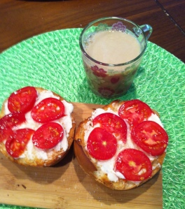 Bagel with vegan  cream cheese & tomato, and chai 14 grams protein